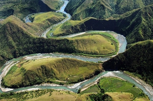 The Alimit River winds through remote northeastern Ifugao Province, Philippines. (Photo: IRRI)