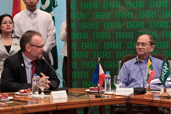 President U Thein Sein (right), with key government officials, came to IRRI in December 2013 to strengthen research ties with the Institute, here represented by Achim Dobermann, deputy director general for research. (Photo: Isegani Serrano)