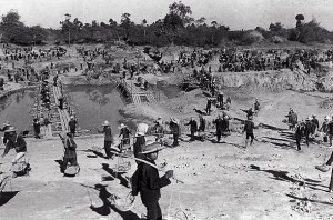 Killing fields forced laborers digging canals in Kampong Cham province, massive agrarian infrastructure the Khmer Rouge planned for the country (Source: chanderspage.