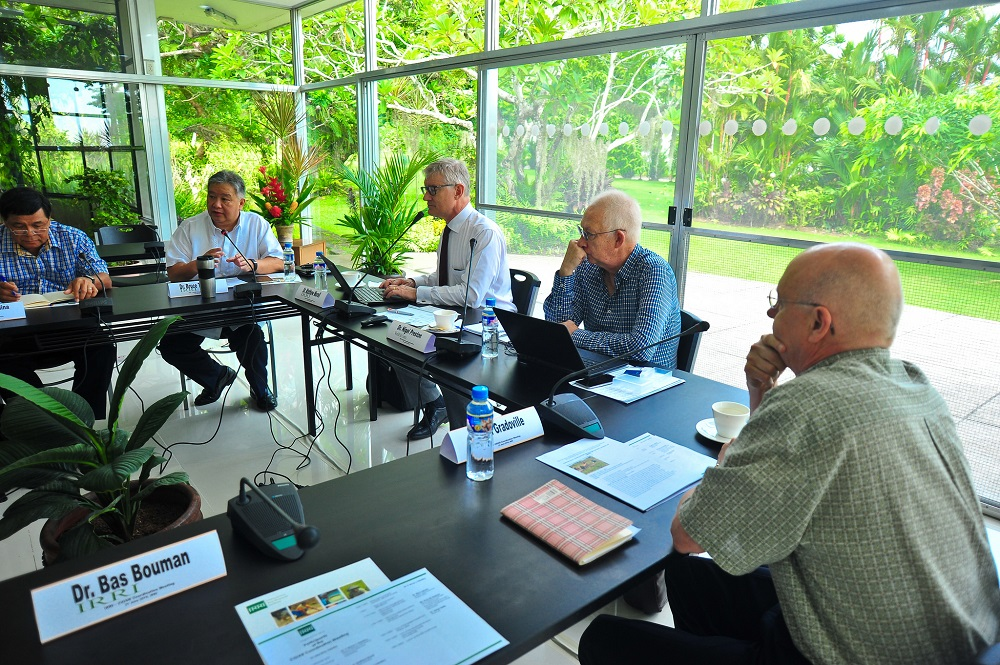 Representatives of international agricultural research centers organized under the CGIAR discuss the ongoing reforms in the system and the opportunities and challenges presented by the process. (Photo by Isagani Serrano)