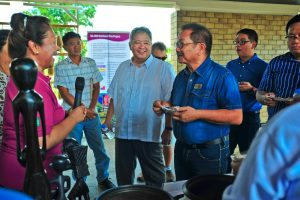 Dr. Casiana Vera Cruz , Dr. Tolentino, and Secretary Piñol discuss the role of traditional varieties in easing the poverty in the country's highlands.