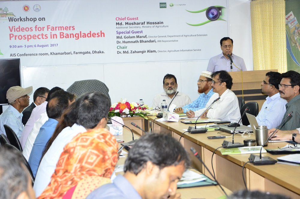Mr. Hossain (at the podium) called on researchers and media practitioners to use instructional videos to spread knowledge, information, and technologies to farmers. (Photo: IRRI-Bangladesh)