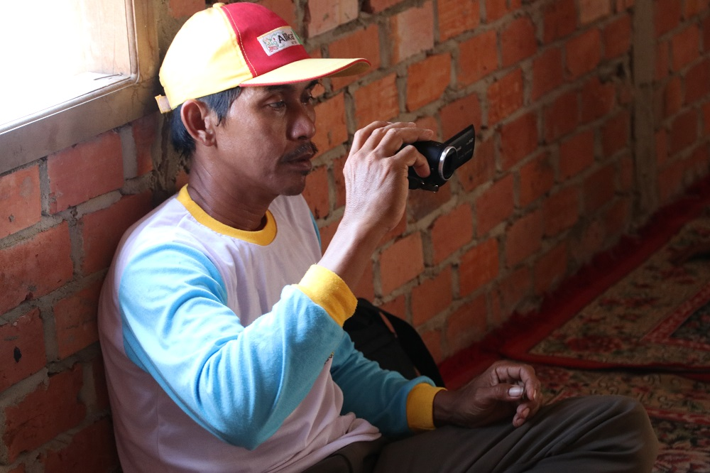 Mr. Ali is a farmer and the official cameraman of Mekar Sari. (Photo by R. Quilloy, IRRI)