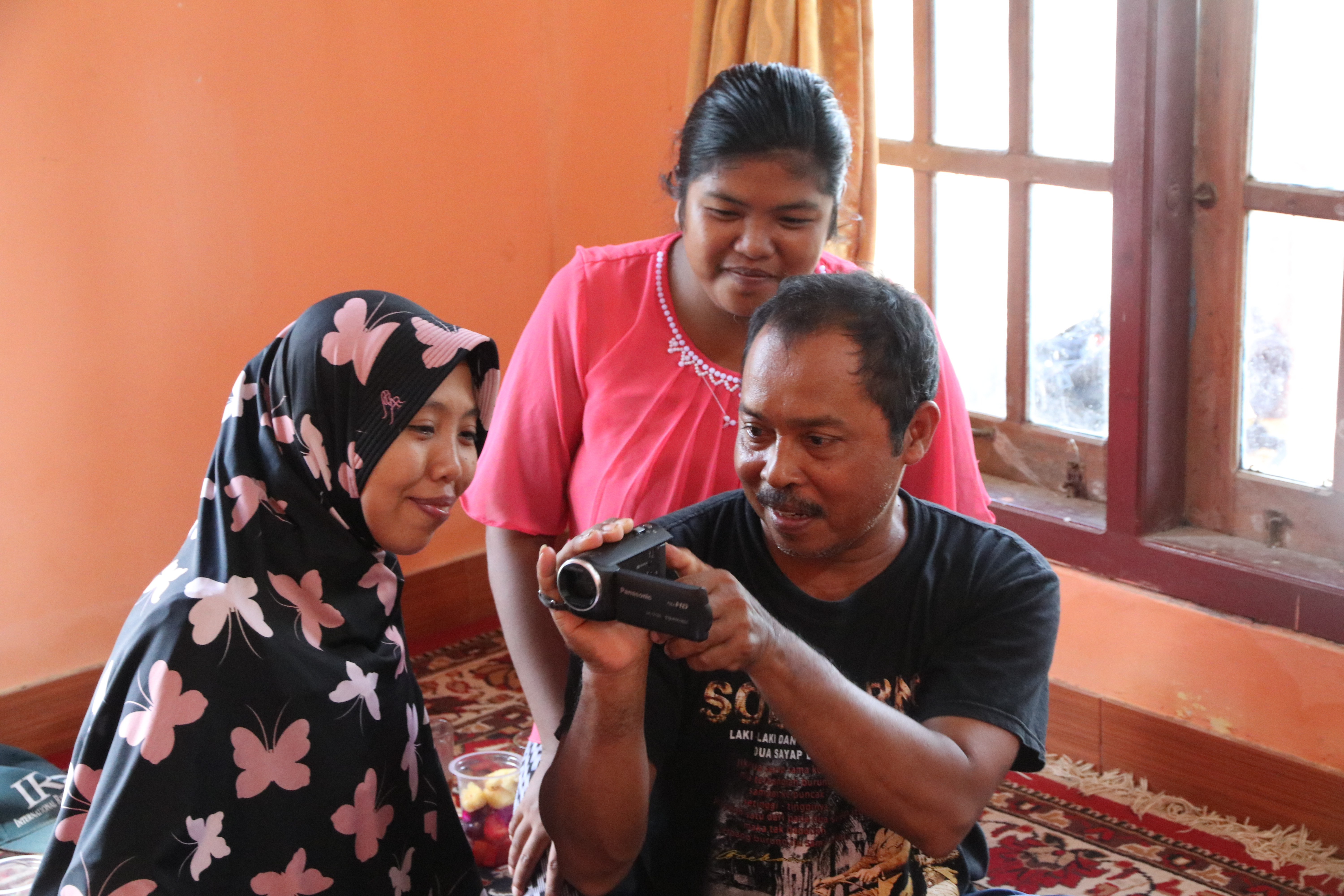 Mr. Wasikin, one of the outstanding farmers in 2016 and a participant in the participatory video training program, continues to produce videos with the help of his daughter and granddaughter. (Photo by R. Quilloy)