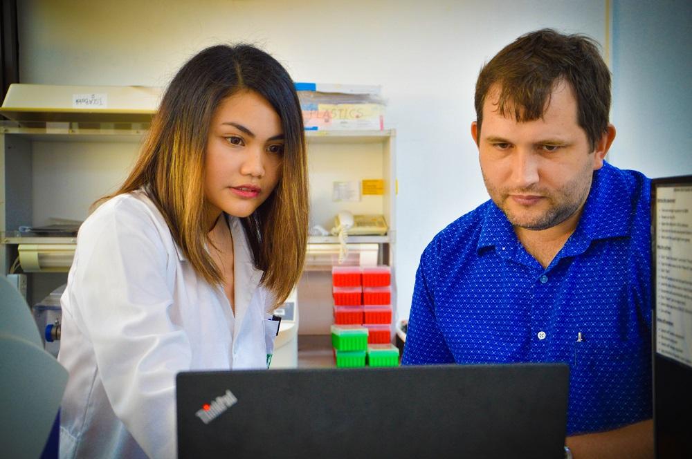 Dr. Platten and fellow molecular breeder Katreena Navea.