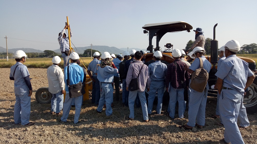 Trainees learning how to set up a laser land leveling system. (Photo: IRRI)