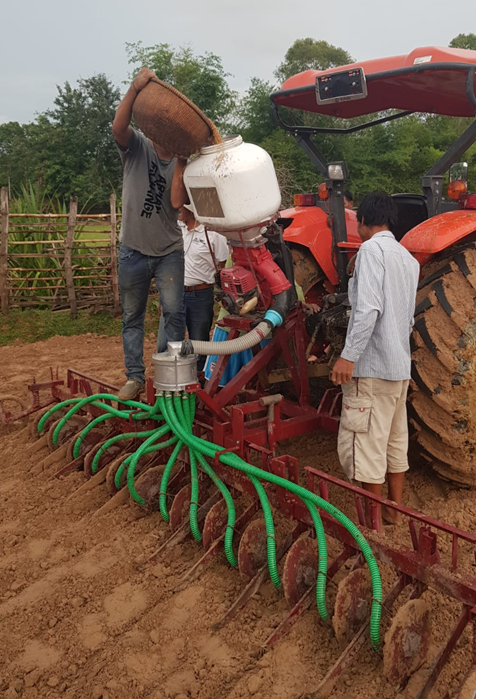 Filling the metered seeder with paddy for sowing. The metered seeder is attached to a 4-wheel tractor. (Photo: Agri-Smart/BB2C)