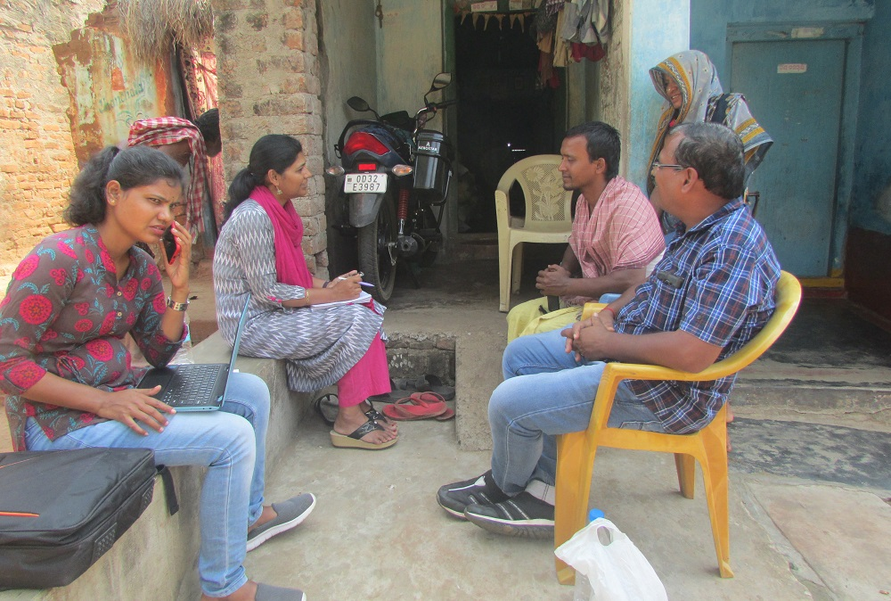 Mr. Jena discusses with researchers how sharecroppers might also benefit from crop insurance. (Photo: IRRI India)