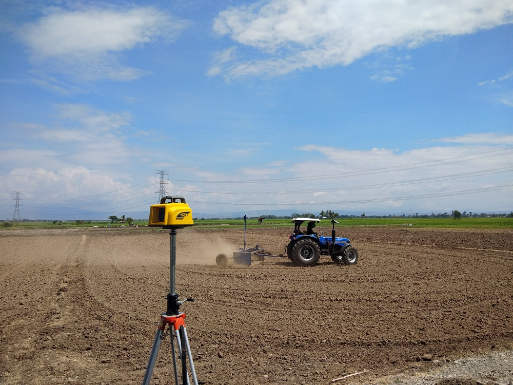 Actual laser land leveling operations. (Photo: IRRI)