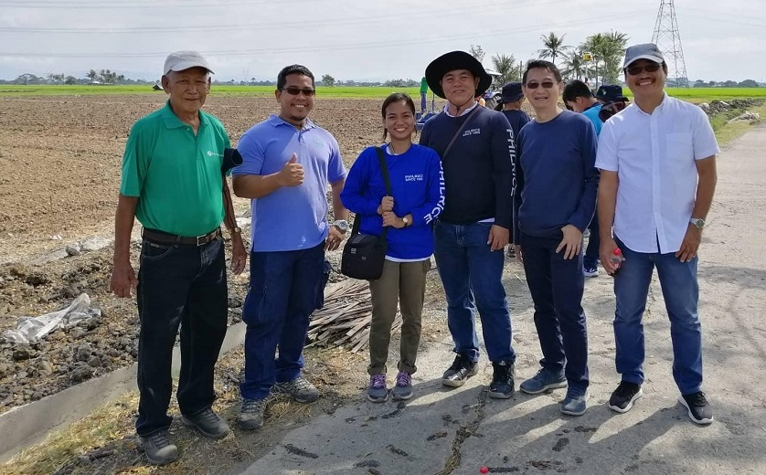 Dr. Jun Hernal, second from the right during laser land leveling actual demonstration in the field on March 13, 2019, at PhilRice, Maligaya, Science City of Muñoz, Nueva Ecija